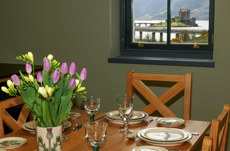 eilean-donan-apartments-dining-table