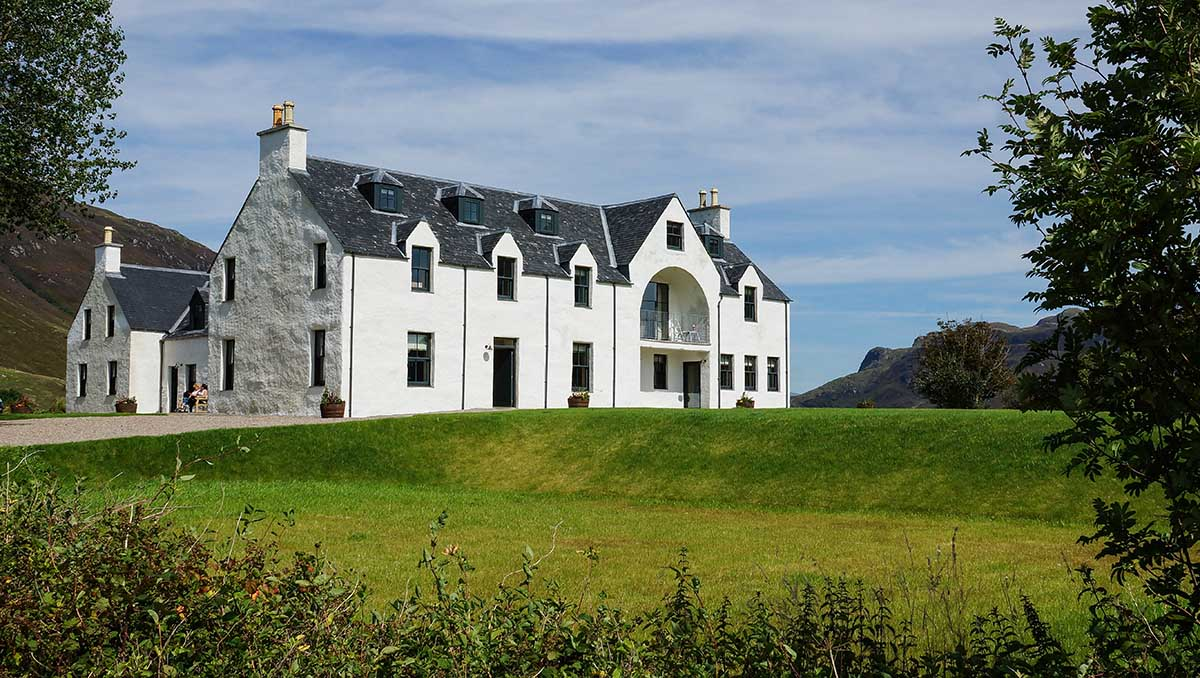 eilean donan apartments external view