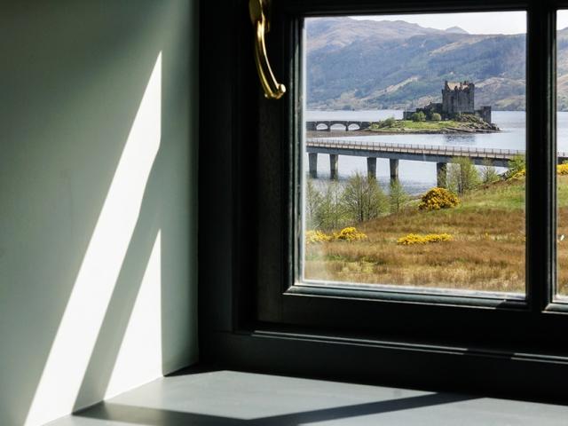Eilean Donan Apartments, Sunlight window